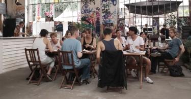 lifestyle_eating_street-food_food-trucks_a